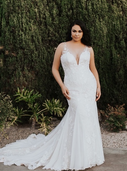 Gorgeous-fitted-plus-size-wedding-dress